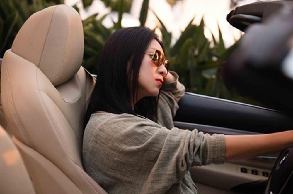 Người đẹp và xe: Bộ ảnh của nữ hoàng lịch Y Phụng 8.