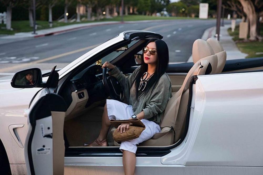 Người đẹp và xe: Bộ ảnh của nữ hoàng lịch Y Phụng a.