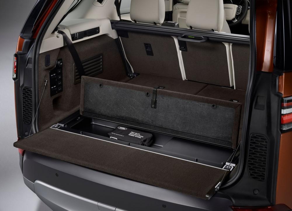 Khoang hành lý xe Land Rover Discovery 2018 24