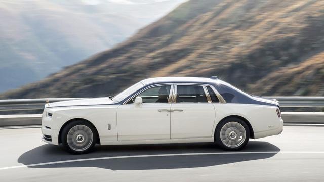Rolls-Royce Phantom 2018 trên đường chạy 3