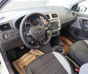 Đánh giá xe Volkswagen Cross Polo 2018: Ghế trước chỉnh điện 10