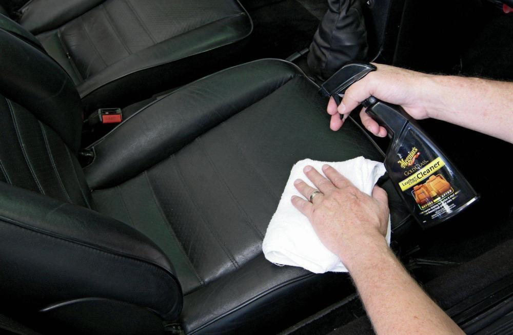 Chăm sóc và bảo vệ nội thất xe 2