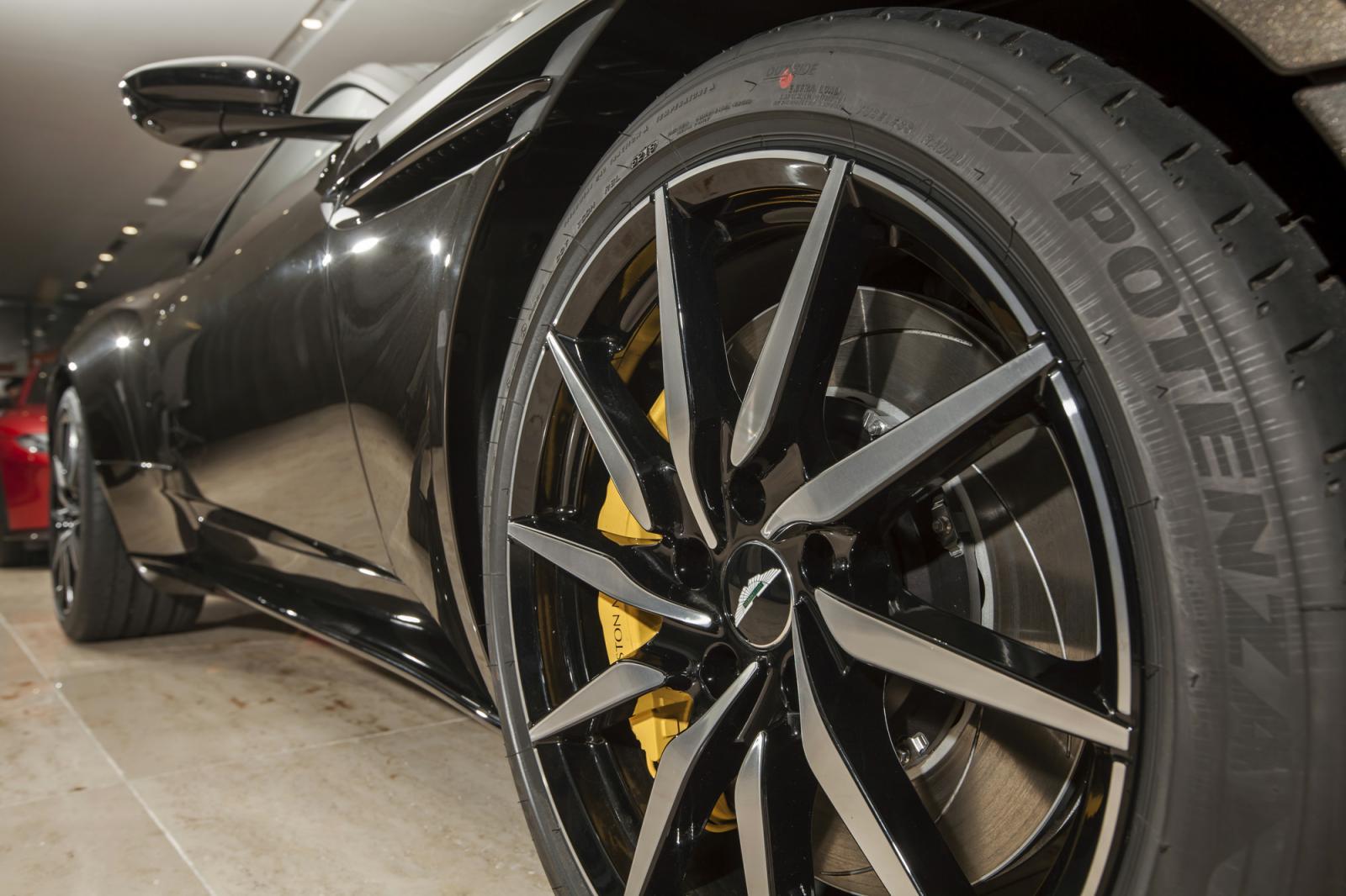 Ngắm siêu xe Aston Martin DB11 màu Kopi Bronze độc nhất Việt Nam đã có mặt tại đại lý 7a