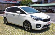 Bán xe Kia Rondo 2.0 GAT đời 2017, số tự động màu trắng ngọc trai giá 658 triệu tại Tp.HCM
