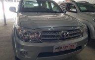 Bán xe Toyota Fortuner 2.7V 4x4 năm sản xuất 2010, màu bạc, xe gia đình giá 585 triệu tại Tp.HCM