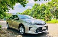 Cần bán xe Toyota Camry 2.0E năm 2015 như mới, giá 885tr giá 885 triệu tại Hà Nội