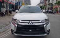 Bán xe Mitsubishi Outlander năm 2016 màu trắng, nhập khẩu nguyên chiếc giá 955 triệu tại Hà Nội