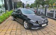 Bán xe Mercedes E250 đen 2017 chính hãng, trả trước 700 triệu nhận xe giá 2 tỷ 200 tr tại Tp.HCM
