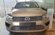 Volkswagen Touareg 3.6 AT đời 2017, màu vàng ánh Kim, nhận ngay ưu đãi trị giá 150 triệu chỉ trong tháng 8/2018 giá 2 tỷ 499 tr tại Tp.HCM
