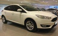 Bán Ford Focus đời 2017, màu trắng, chỉ cần 170 triệu lấy xe ngay giá 570 triệu tại Tp.HCM