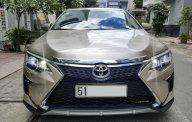 Bán Toyota Camry AT đời 2016 màu vàng cát, mới 99% giá 870 triệu tại Tp.HCM