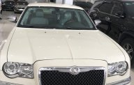 Bán ô tô Chrysler 300 2010, màu trắng, xe nhập, giá tốt giá 980 triệu tại Tp.HCM