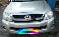 Cần bán lại xe Toyota Hilux năm 2010, màu bạc, xe nhập giá 302 triệu tại Tp.HCM
