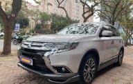 Cần bán lại xe Mitsubishi Outlander 2.0 Premium năm sản xuất 2019, màu trắng giá cạnh tranh giá 905 triệu tại Hà Nội
