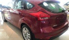 Giá xe Ford Focus Trend 2018, màu đỏ, giá 579 triệu (chưa khuyến mãi), vay NH 80%, lãi suất 0.7%/tháng cố định 36 tháng giá 579 triệu tại Tp.HCM