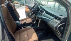 Cần bán lại xe Toyota Innova E đời 2016, màu bạc chính chủ giá cạnh tranh giá 685 triệu tại Hà Nội