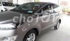 Cần bán lại xe Toyota Innova sản xuất năm 2017, màu xám, giá 855tr giá 855 triệu tại Tp.HCM