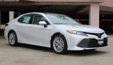 Bán Toyota Camry XLE 2.5 AT đời 2019, màu trắng, nhập khẩu giá 2 tỷ 695 tr tại Tp.HCM