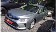 Cần bán Toyota Camry E đời 2015, màu bạc, chính chủ, 810tr giá 810 triệu tại Tp.HCM