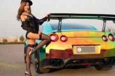 Ngắm vẻ thanh xuân mơn mởn của mỹ nhân bên Nissan GT-R