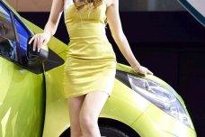 Ngắm girl xinh Hàn Quốc tạo dáng bên xe hơi