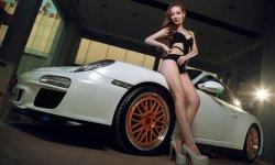Người đẹp khoe dáng bên xe thể thao Porsche 911 Carrera 4S