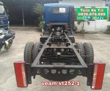 Xe tải Veam VT252-1 tải trọng 2T4, máy Hyundai, thùng 4m1, giá rẻ