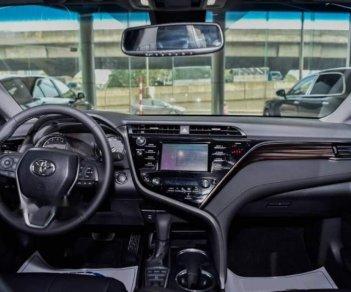 Bán Toyota Camry năm sản xuất 2019, màu đen, nhập từ Thái