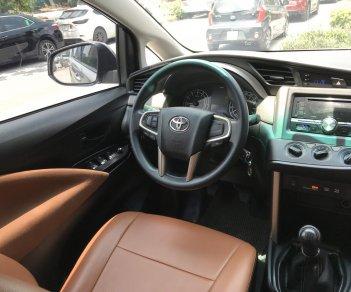 Bán xe Toyota Innova 2.0E năm 2016, màu xám (ghi) giá cạnh tranh