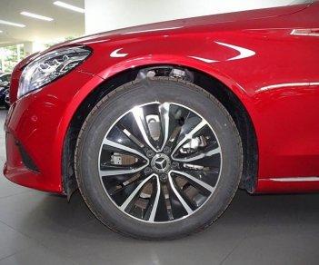 Cần bán xe Mercedes C200 năm sản xuất 2019, màu đỏ