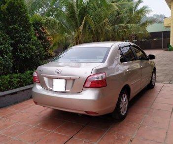 Tôi cần bán chiếc xe ô tô TOYOTa Vios 1.5E màu ghi vàng SX 2014
