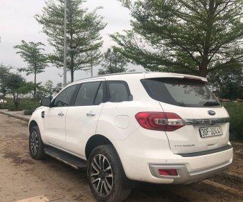Cần bán gấp Ford Everest năm sản xuất 2018, màu trắng, nhập khẩu nguyên chiếc
