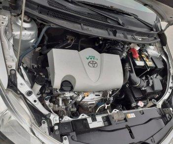 Cần bán gấp Toyota Vios năm 2017, màu bạc, số sàn