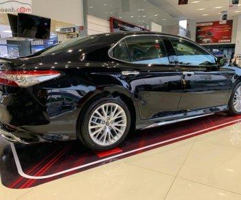 Bán xe Toyota Camry sản xuất năm 2020, màu đen, xe nhập