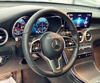 Bán xe Mercedes GLC300 AMG màu trắng Sản xuất 2021 siêu lướt chạy đúng 2000km biển đẹp, xe cũ chính hãng