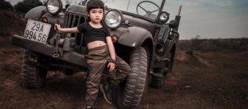 Người đẹp và xe: Mẫu nhí cực ngầu bên Jeep thể thao