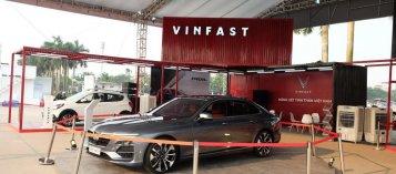 """VinFast cho khách hàng chọn mua """"option"""", nhưng không được tách lẻ"""