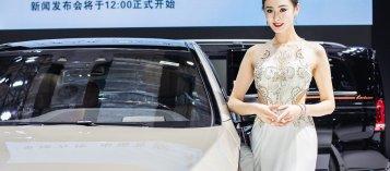 Ngắm người đẹp và xe tại triển lãm ô tô Thượng Hải 2019