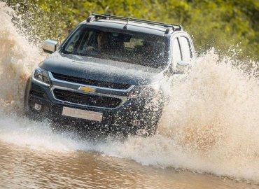 10 lưu ý để lái xe hơi qua đường ngập nước an toàn
